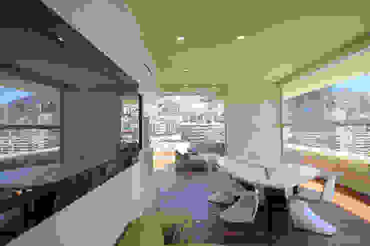 Terrazza Balcone, Veranda & Terrazza in stile moderno di studiodonizelli Moderno Legno Effetto legno