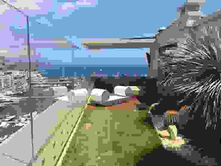 Terrazza Balcone, Veranda & Terrazza in stile moderno di studiodonizelli Moderno Vetro