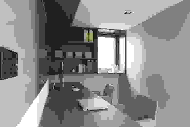 Ruang Studi/Kantor Modern Oleh 昕益有限公司 Modern