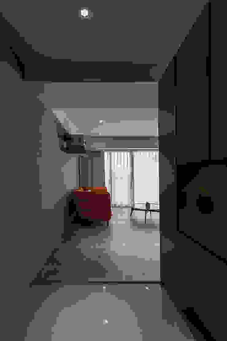 沐暮 現代風玄關、走廊與階梯 根據 詩賦室內設計 現代風