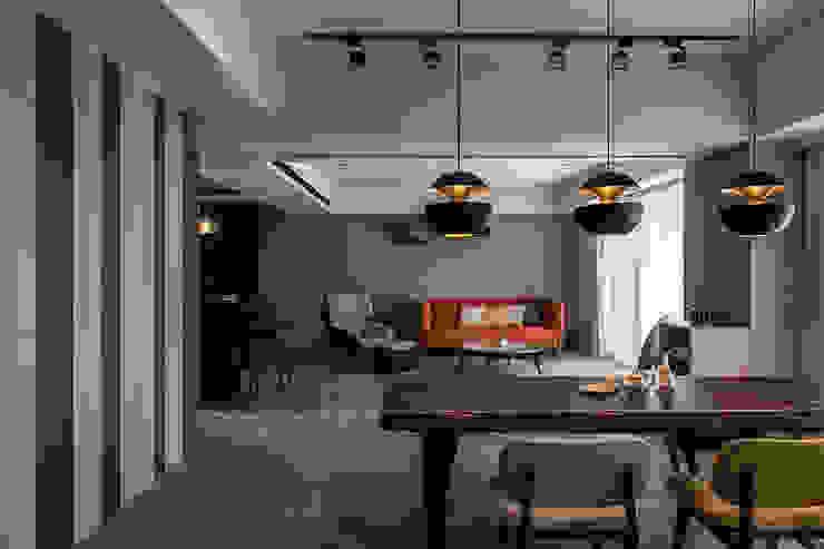 Dining room by 詩賦室內設計
