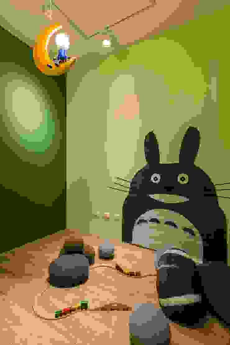 Dormitorios infantiles de estilo escandinavo de 詩賦室內設計 Escandinavo