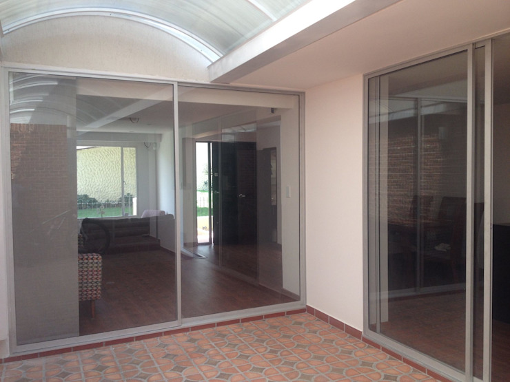 Erick Becerra Arquitecto Modern corridor, hallway & stairs Wood-Plastic Composite Wood effect