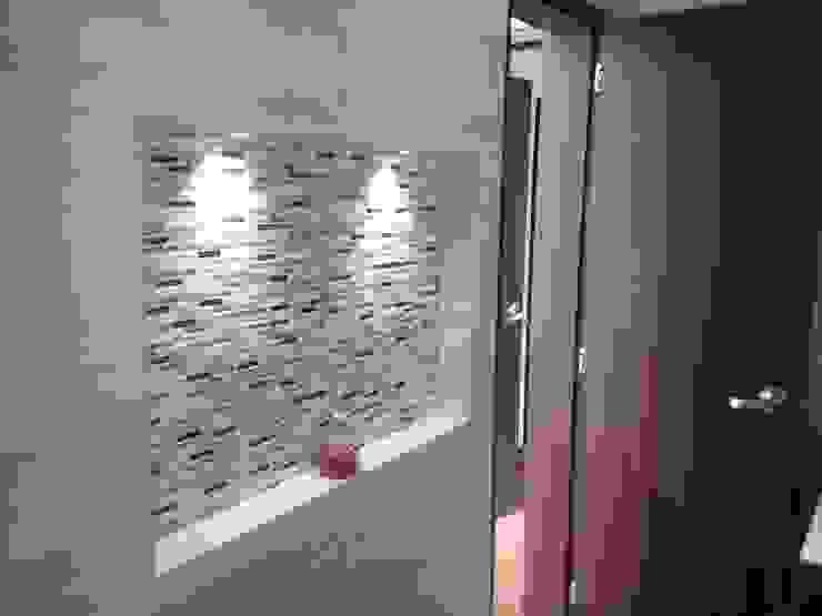Erick Becerra Arquitecto Modern style bathrooms Tiles Amber/Gold
