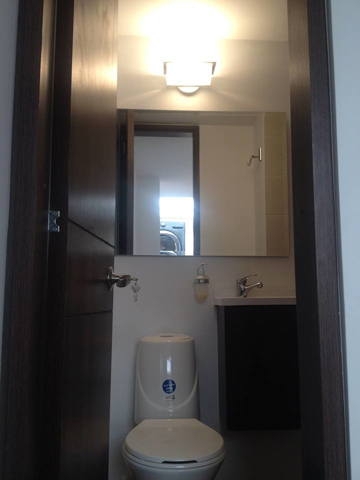 Erick Becerra Arquitecto Modern style bathrooms Wood-Plastic Composite Amber/Gold