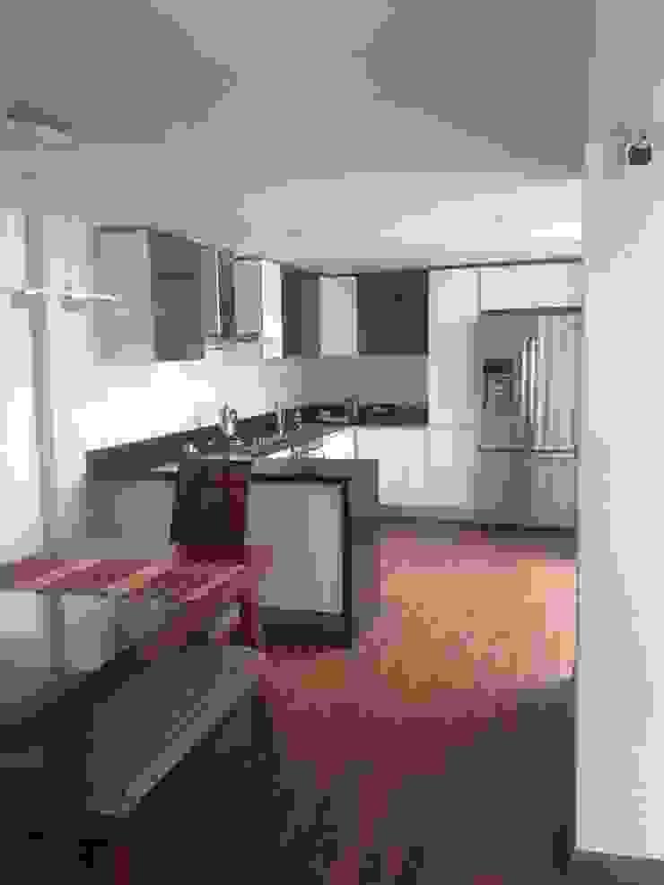 Erick Becerra Arquitecto Modern style kitchen Wood-Plastic Composite Wood effect