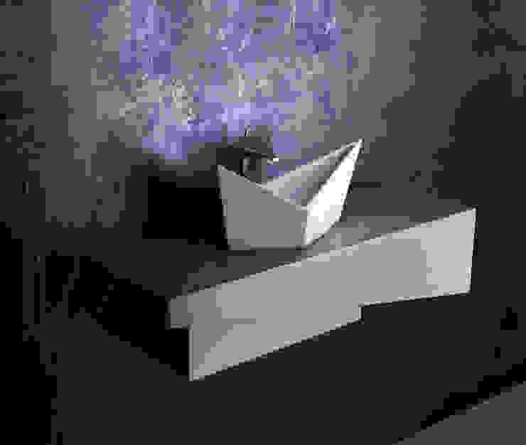 Ванные комнаты в . Автор – ZICCO GmbH - Waschbecken und Badewannen in Blankenfelde-Mahlow, Модерн Мрамор