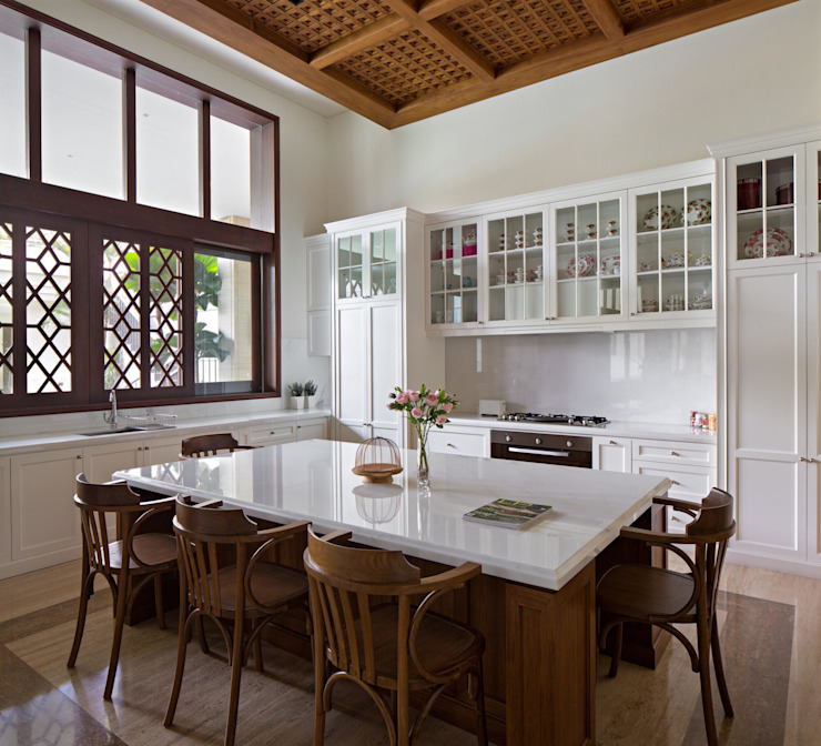 LP House Ruang Makan Klasik Oleh ARF interior Klasik Kayu Wood effect