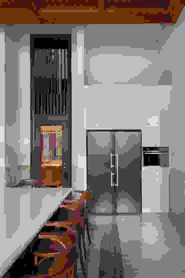 LP House Dapur Klasik Oleh ARF interior Klasik