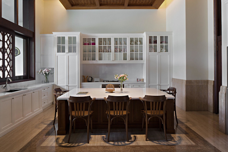 Ruang Makan Dapur Klasik Oleh ARF interior Klasik