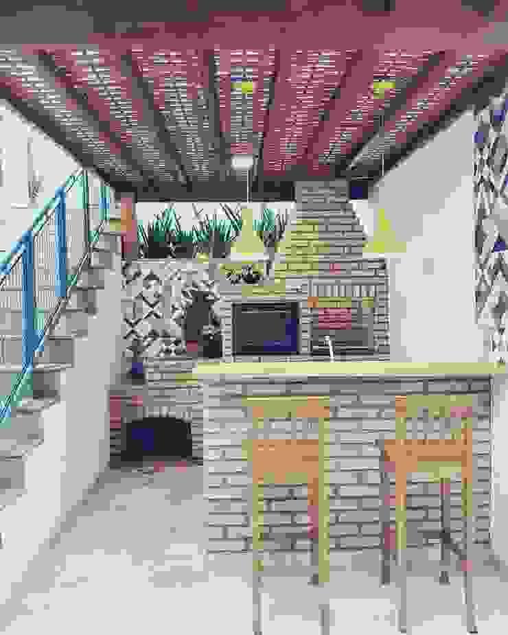 Hiên, sân thượng phong cách mộc mạc bởi Vanessa Vosgrau Arquitetura Mộc mạc