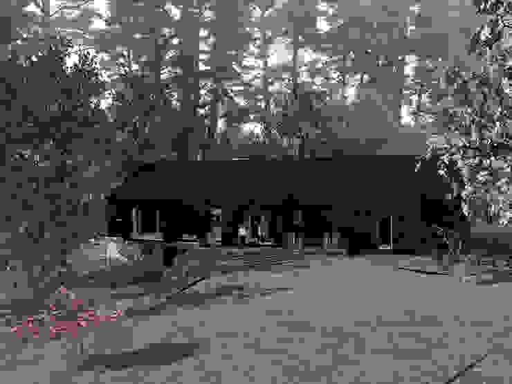 VISTA ACCESO Casas de estilo rural de KOMMER ARQUITECTOS Rural Madera Acabado en madera