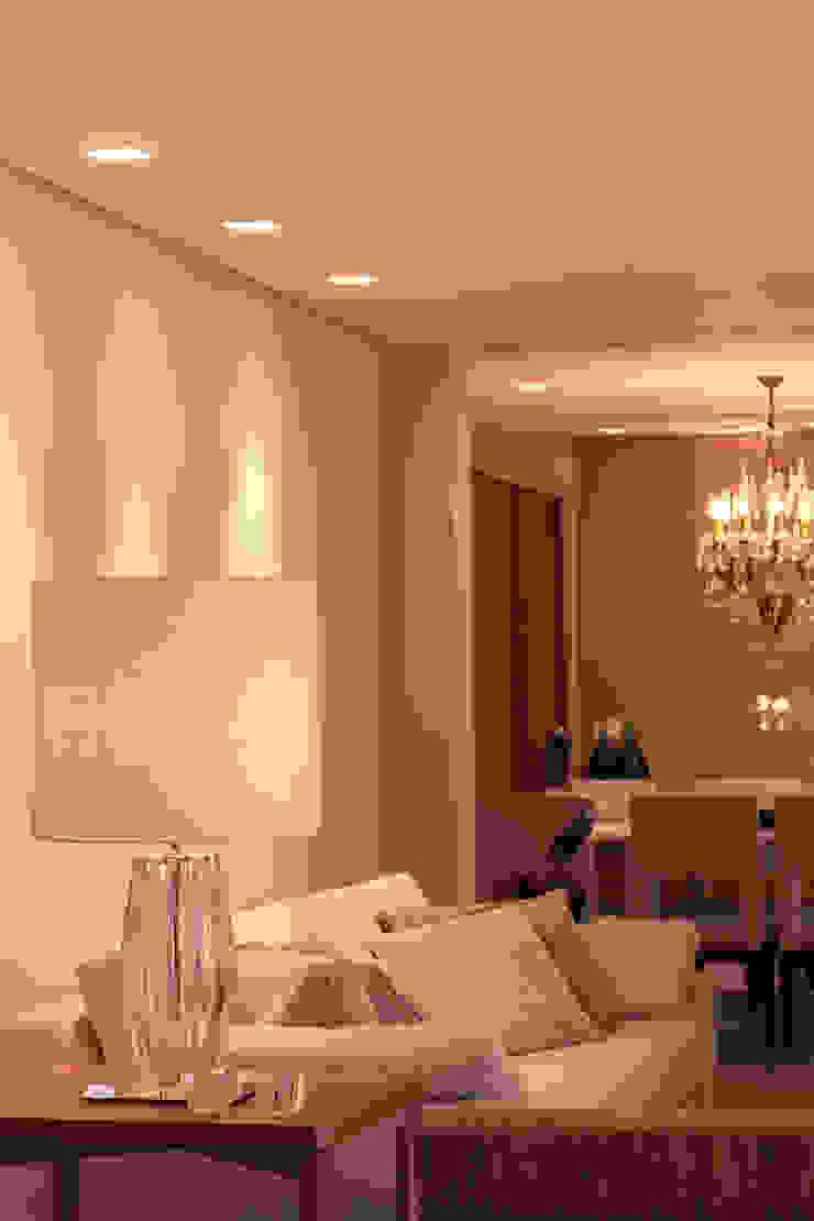 Classic style living room by Flavia Castellan Arquitetura Classic