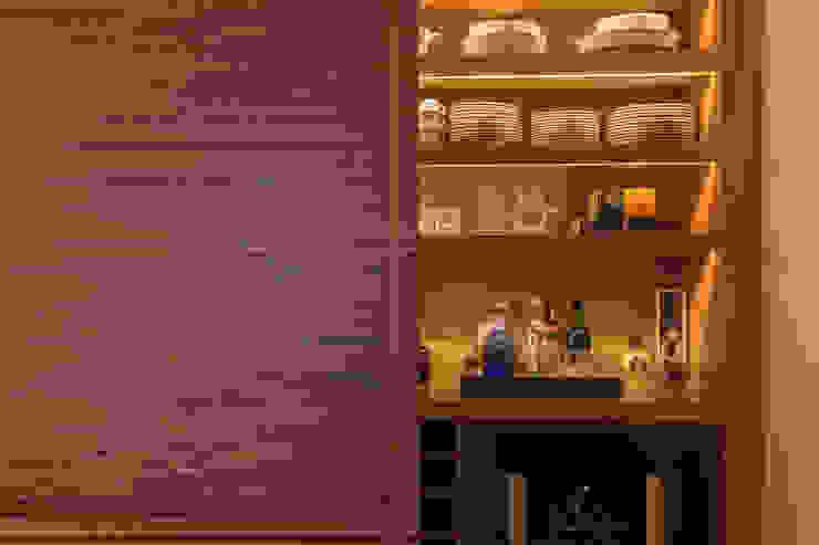 Modern wine cellar by Flavia Castellan Arquitetura Modern
