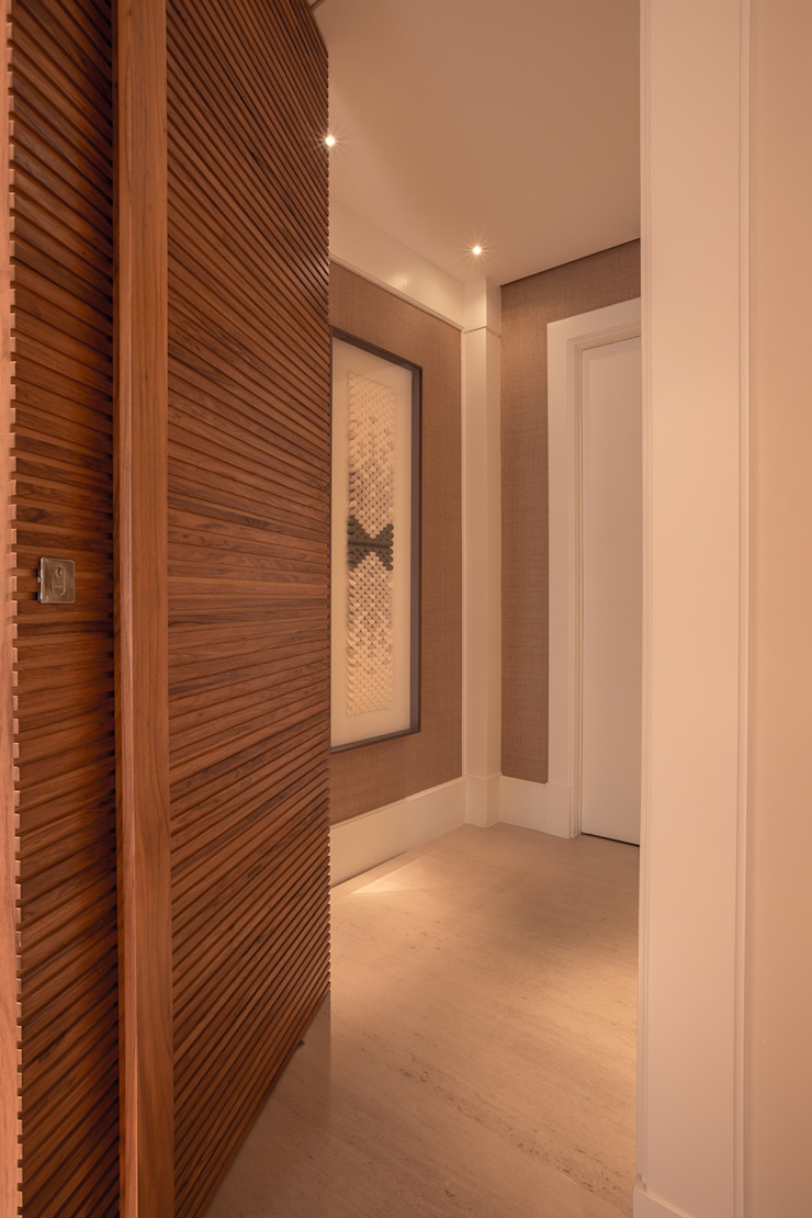 Modern corridor, hallway & stairs by Flavia Castellan Arquitetura Modern