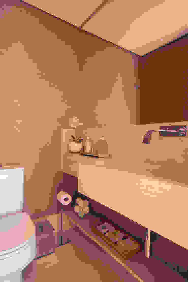 Nowoczesna łazienka od Flavia Castellan Arquitetura Nowoczesny