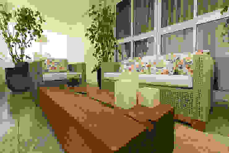 Ap DR| Alto de Pinheiros SP Varandas, alpendres e terraços modernos por Flavia Castellan Arquitetura Moderno