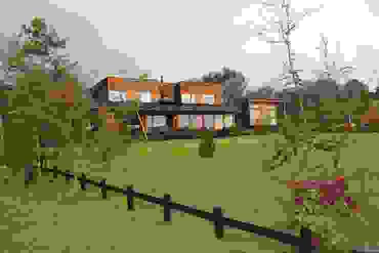 VISTA GENERAL Casas estilo moderno: ideas, arquitectura e imágenes de KOMMER ARQUITECTOS Moderno