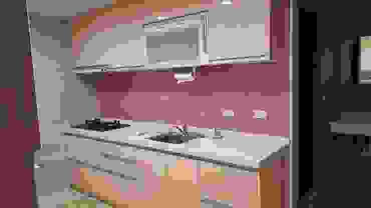 現代風。士林 現代廚房設計點子、靈感&圖片 根據 藝舍室內裝修設計工程有限公司 現代風