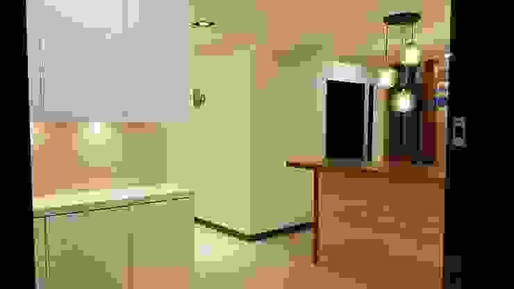 現代鄉村混搭風。八德 現代風玄關、走廊與階梯 根據 藝舍室內裝修設計工程有限公司 現代風