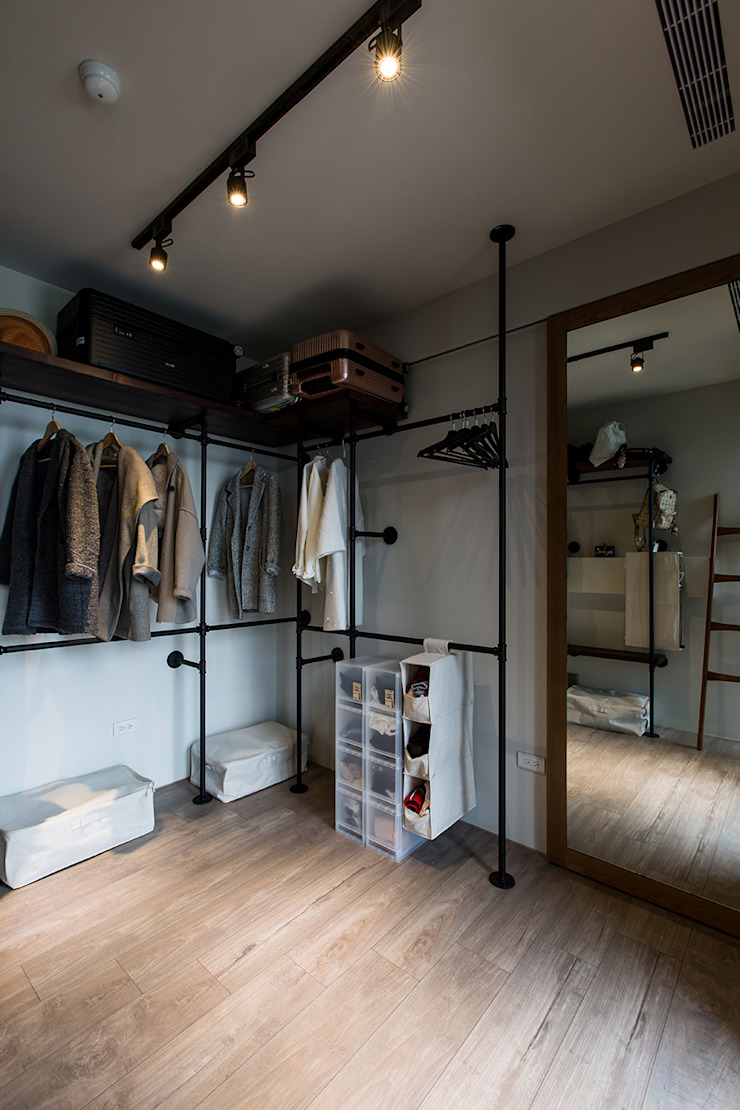 Industrial style dressing room by 詩賦室內設計 Industrial
