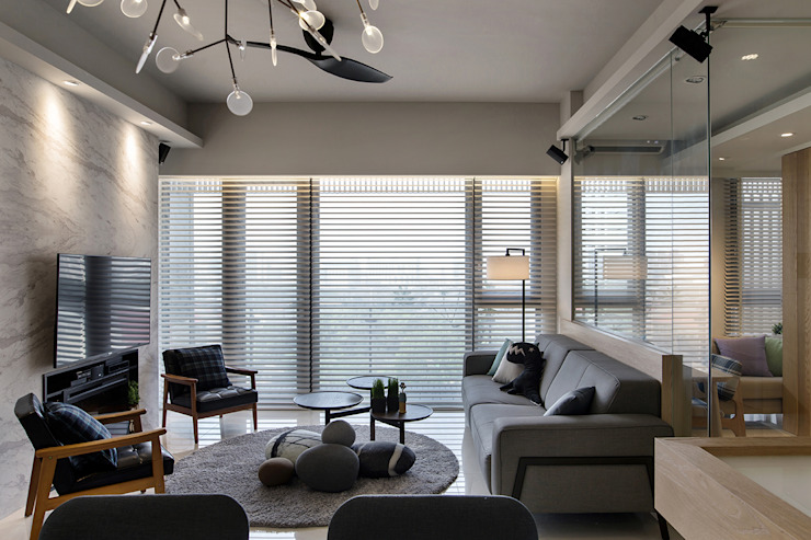 時間 现代客厅設計點子、靈感 & 圖片 根據 詩賦室內設計 現代風