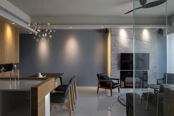 Salones modernos de 詩賦室內設計 Moderno
