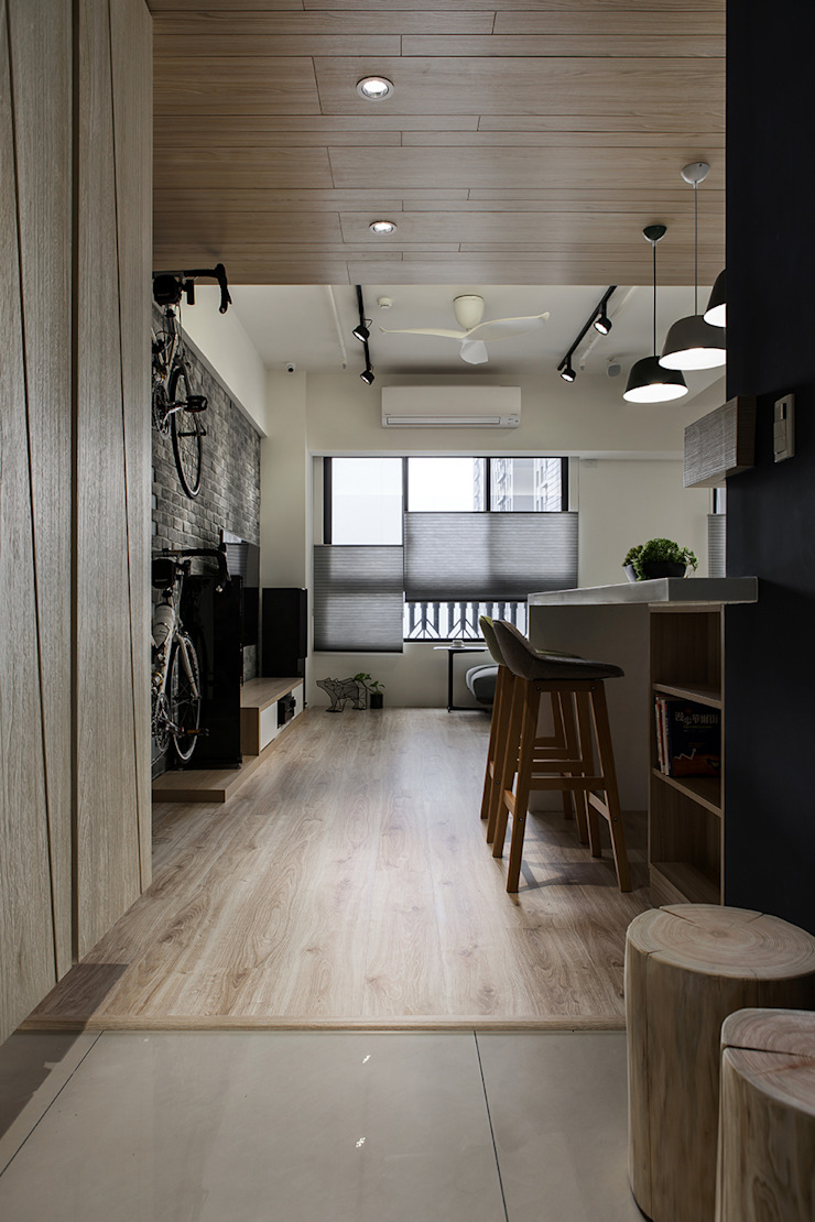 悠遊 工業風的玄關、走廊與階梯 根據 詩賦室內設計 工業風