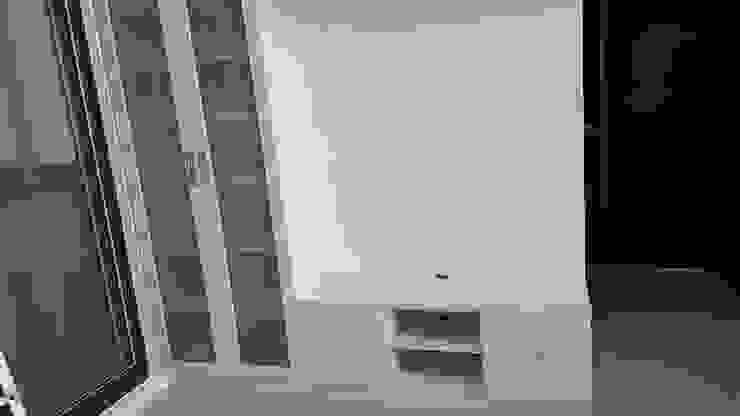 現代風。竹北 现代客厅設計點子、靈感 & 圖片 根據 藝舍室內裝修設計工程有限公司 現代風