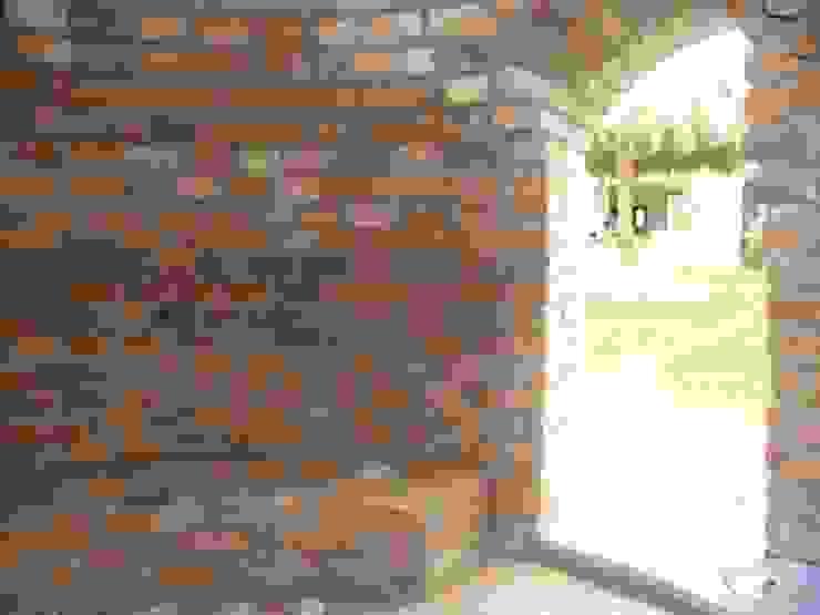 Quinta Providencia TECTUM Diseño & Construccion Paredes y pisos de estilo colonial Ladrillos Naranja