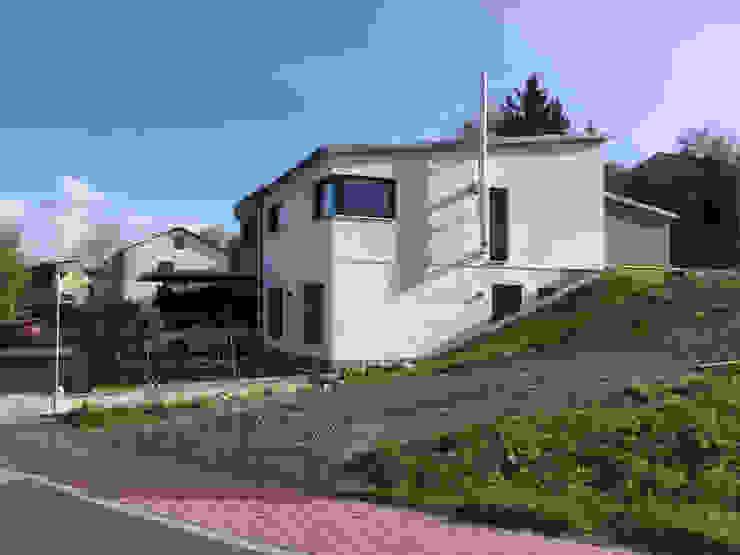 Moderner Bungalow am Hang von wir leben haus - Bauunternehmen in Bayern Modern