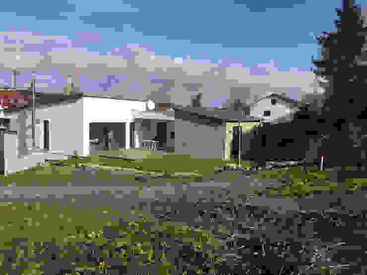 Einfamilienhaus am Hang von wir leben haus - Bauunternehmen in Bayern Modern
