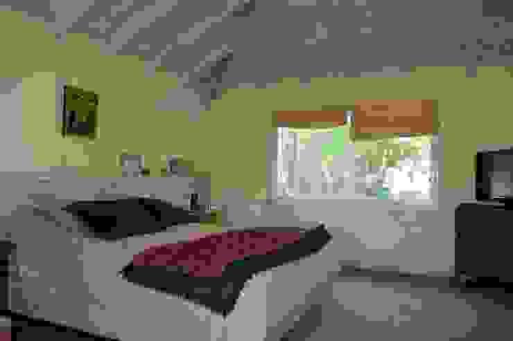 Imagen interior del Dormitorio ppal Dormitorios rústicos de 2424 ARQUITECTURA Rústico