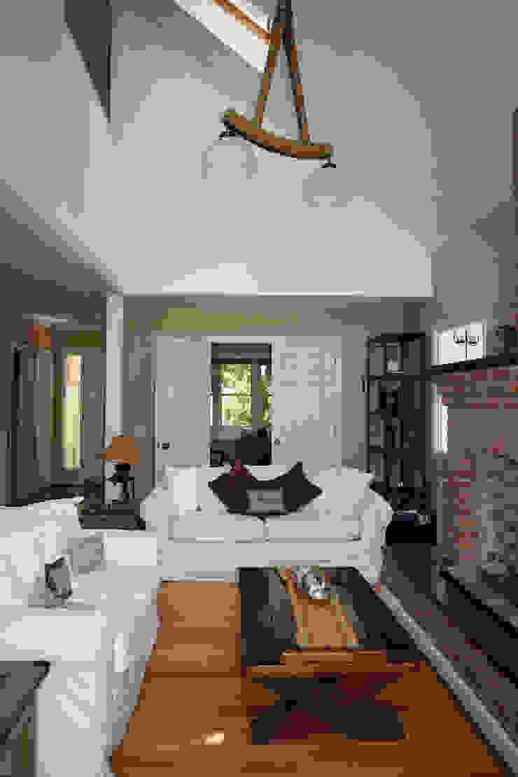 Casa en La Lucila Salones clásicos de 2424 ARQUITECTURA Clásico