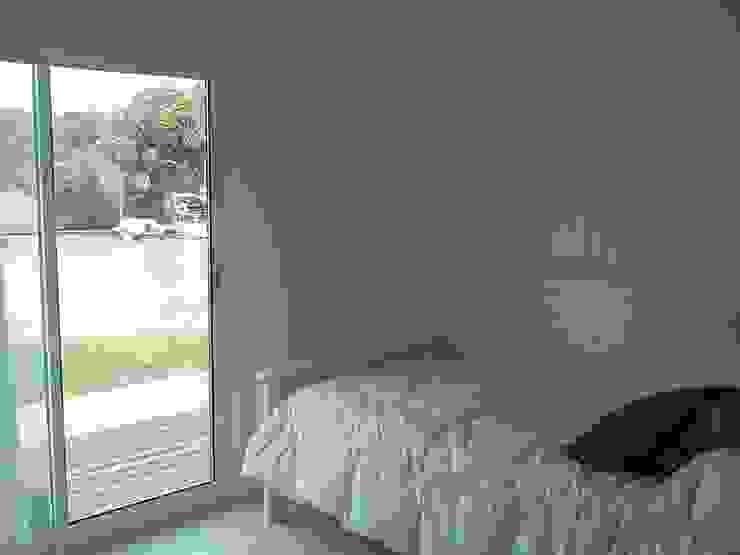 Casa en el Delta Dormitorios modernos: Ideas, imágenes y decoración de 2424 ARQUITECTURA Moderno