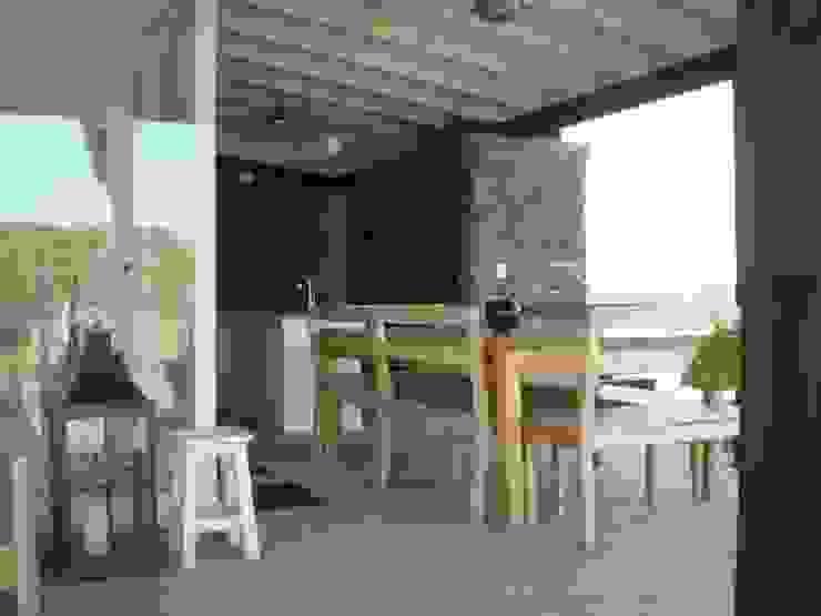 Casa en el Delta Balcones y terrazas modernos: Ideas, imágenes y decoración de 2424 ARQUITECTURA Moderno