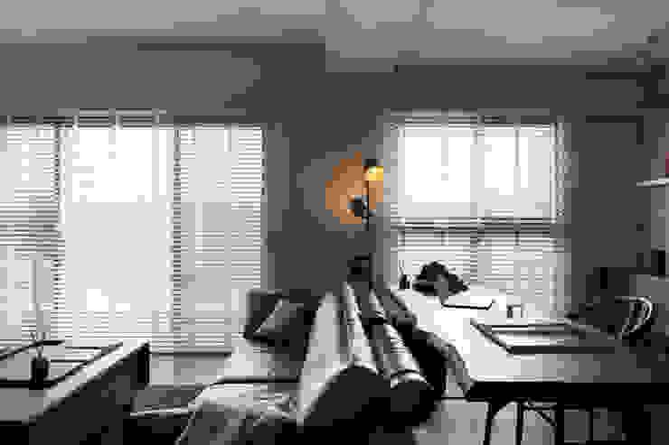 邑田空間設計 Puertas y ventanas de estilo moderno