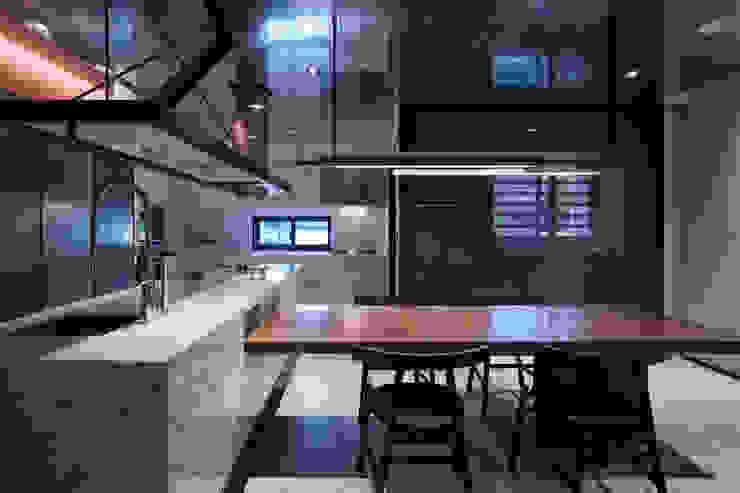 Linear Space 現代廚房設計點子、靈感&圖片 根據 沈志忠聯合設計 現代風