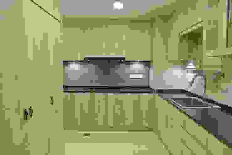 Modern Kitchen Modern kitchen by FINE ART LIVING PTE LTD Modern Plywood