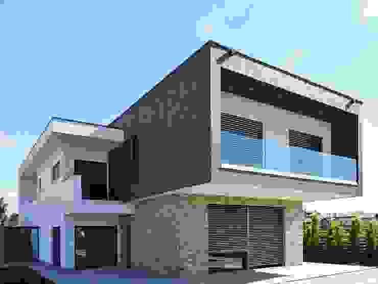 Villa moderna in legno - Romano di Lombardia di Marlegno Moderno Legno Effetto legno