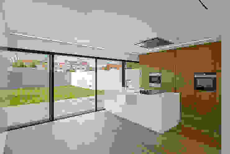 Casa 7Bicas Guillaume Jean Architect & Designer Armários de cozinha