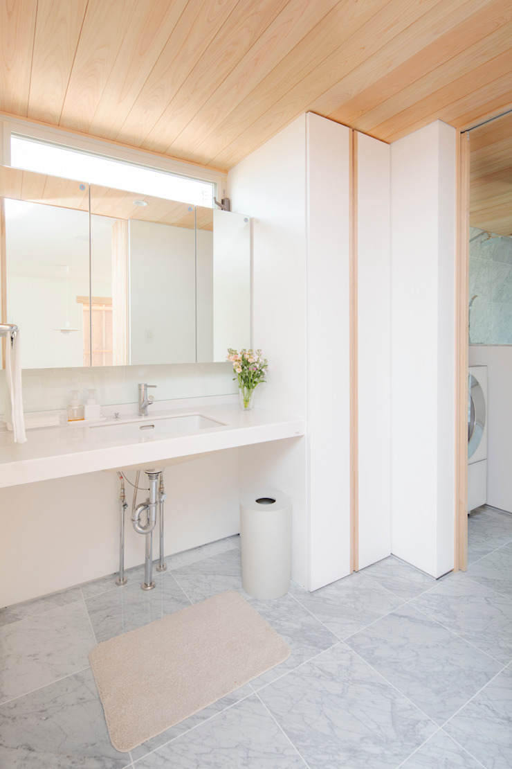 Eclectic style bathroom by 五藤久佳デザインオフィス有限会社 Eclectic
