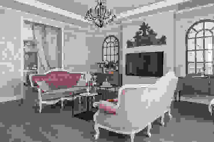 Livings de estilo clásico de 'Студия дизайна Марины Кутеповой' Clásico