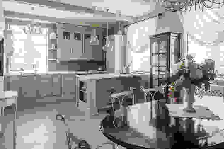 ЗАГОРОДНЫЙ ДОМ В СТИЛЕ ПРОВАНС. 'Студия дизайна Марины Кутеповой' Кухня в классическом стиле