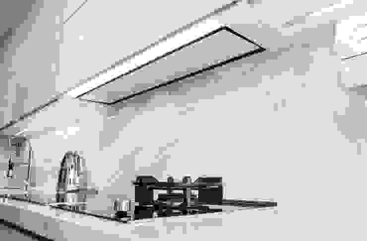 Remodelação a Branco Moderestilo - Cozinhas e equipamentos Lda CozinhaProdutos eletrónicos