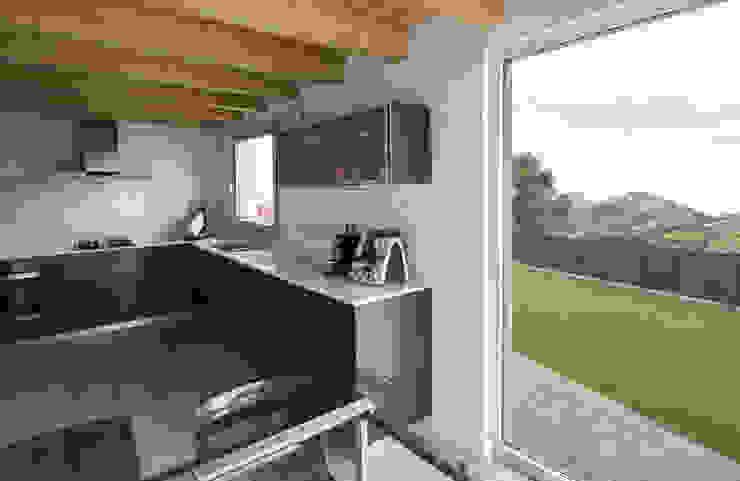 AlbertBrito Arquitectura Built-in kitchens Wood-Plastic Composite Grey