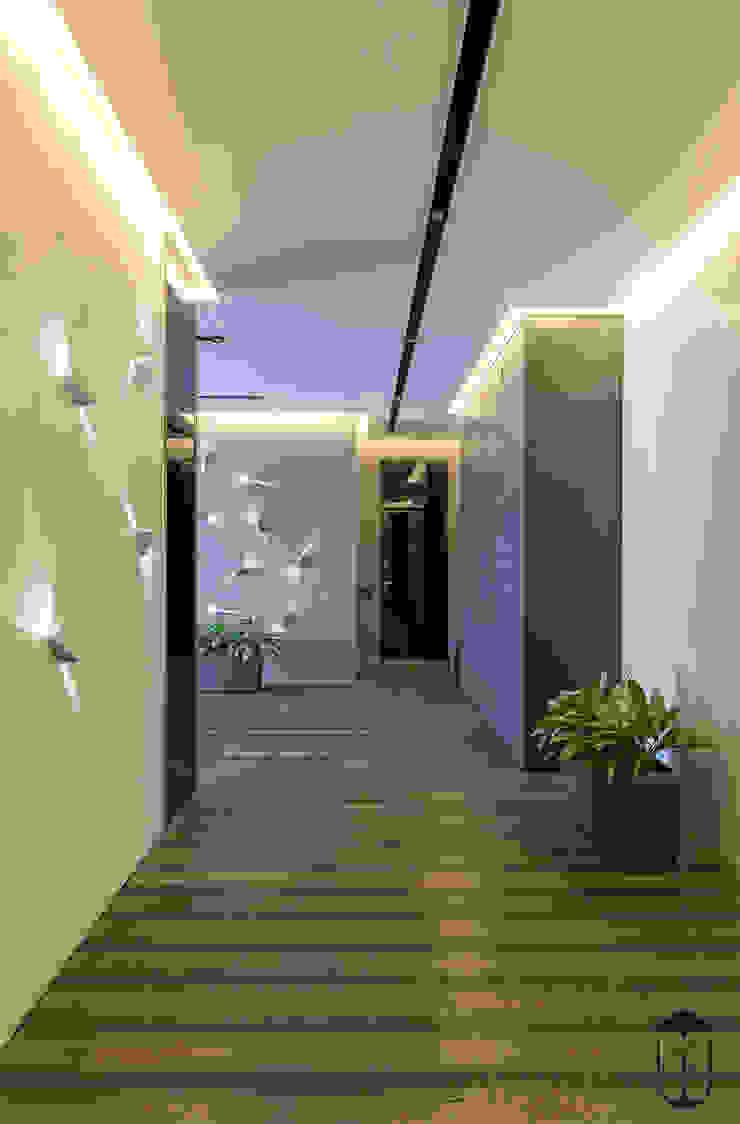 現代風玄關、走廊與階梯 根據 U-Style design studio 現代風
