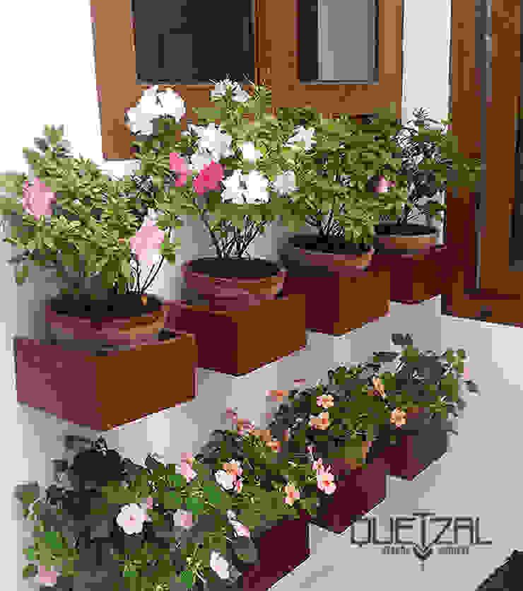 Madera + Arcilla + Flores Jardines de estilo rústico de Quetzal Jardines Rústico
