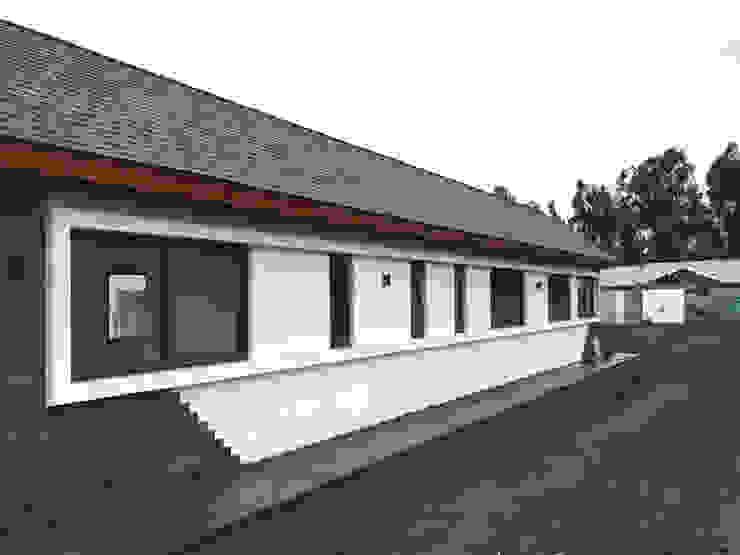 Rustic style house by AtelierStudio Rustic