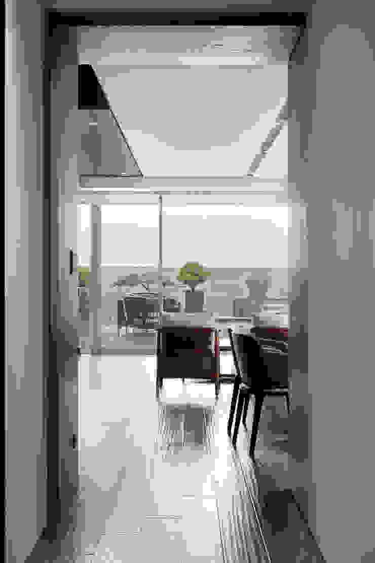 一偶宅 現代風玄關、走廊與階梯 根據 WID建築室內設計事務所 Architecture & Interior Design 現代風